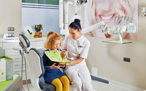 Przygotowanie do zabiegu stomatologii dziecięcej