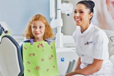 Dobry nastrój podczas zabiegu stomatologii dziecięcej